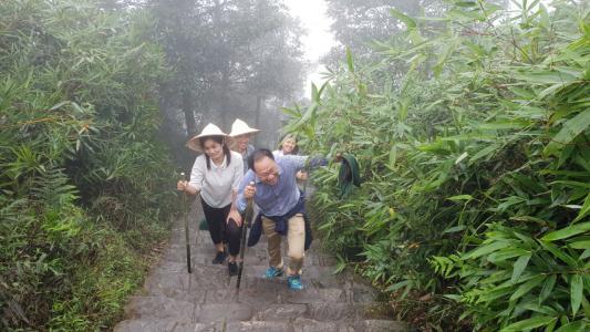 Vui xuân Yên Tử nhưng không quên rèn luyện sức khỏe